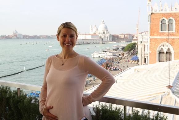 Samantha Brown Pregnant - Photos Venice